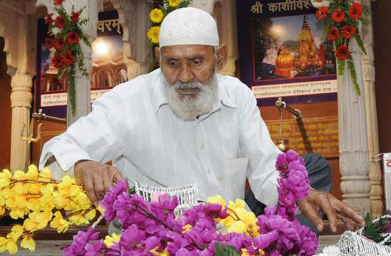 Story of a Muslim Man from Lucknow lends home to rebuild templeime
